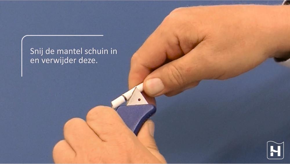 Bekijk hier de montagevideo hoe je een coaxkabel stript met een stanleymes